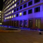 RGB LED Lichtband am Lindenplatz in Hamburg Sankt Georg. Entwicklung, Herstellung und Montage der Leuchten bestückt mit Osram RGB LED Systemen angesteuert über Dali.